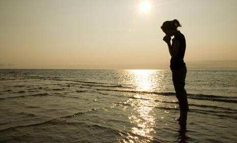 contentment-praying-woman-ocean-465x300