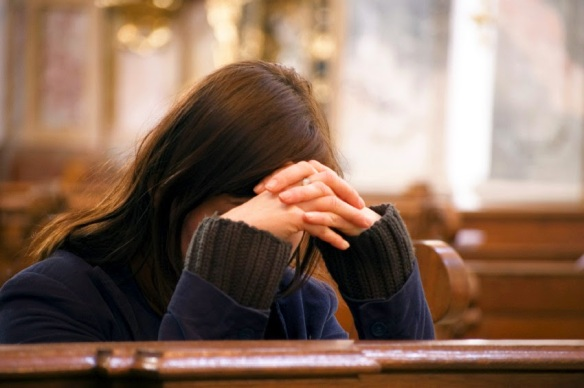 praying_woman_in_church